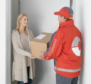 """Med tjenesten """"På døren"""" slipper du å gå på postkontoret for å hente pakken din."""