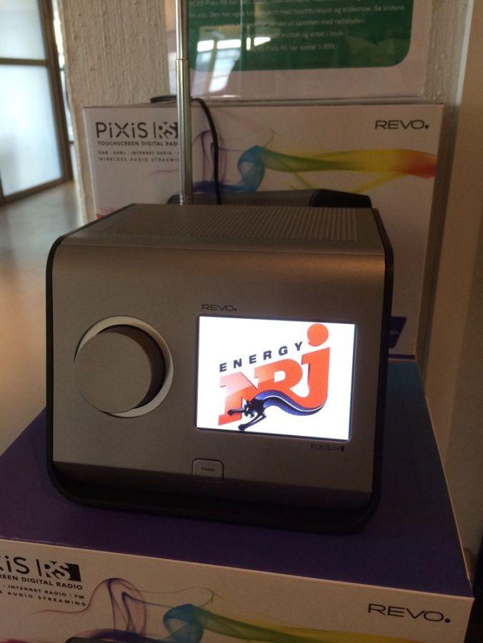 NRJ er blant kanalene som sender ut bilder til din REVO Pixis RS. Bruken av tjenesten antas å bli veldig utvidet i løpet av kort tid.