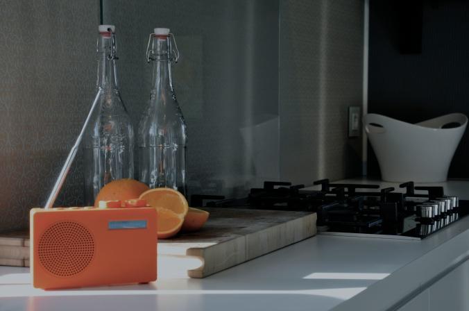 POP er ikke bare en radio. Det er også et lite, fargerikt innslag i hverdagen som du  blir glad av. Med lyd!