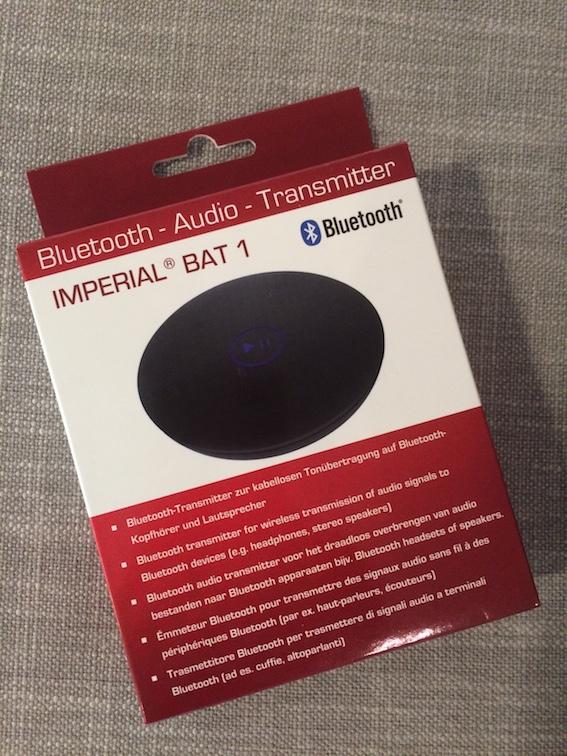 En liten Bluetooth-sender med innebygget, oppladbart batteri.